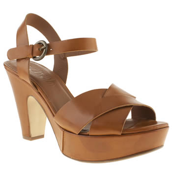 womens schuh tan in the know low heels