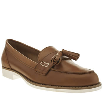 Schuh Tan Question Flats