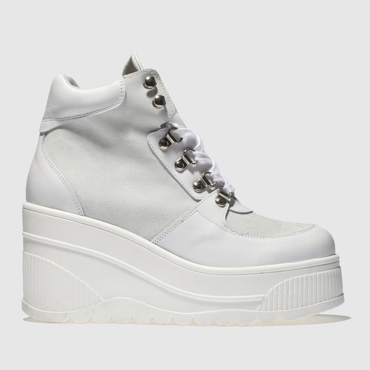 Schuh White Fierce Boots