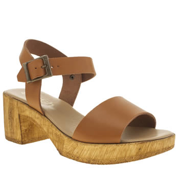 Schuh Tan Bright N Breezy Sandals