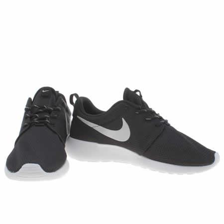 zlztd Womens Black & Silver Nike Roshe Run Trainers | schuh