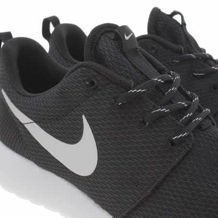 bwbno Womens Black & Silver Nike Roshe Run Trainers | schuh
