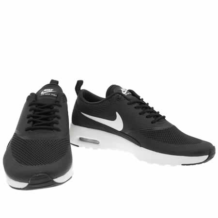 Girls Black & White Nike Air Max Thea Youth Trainers schuh