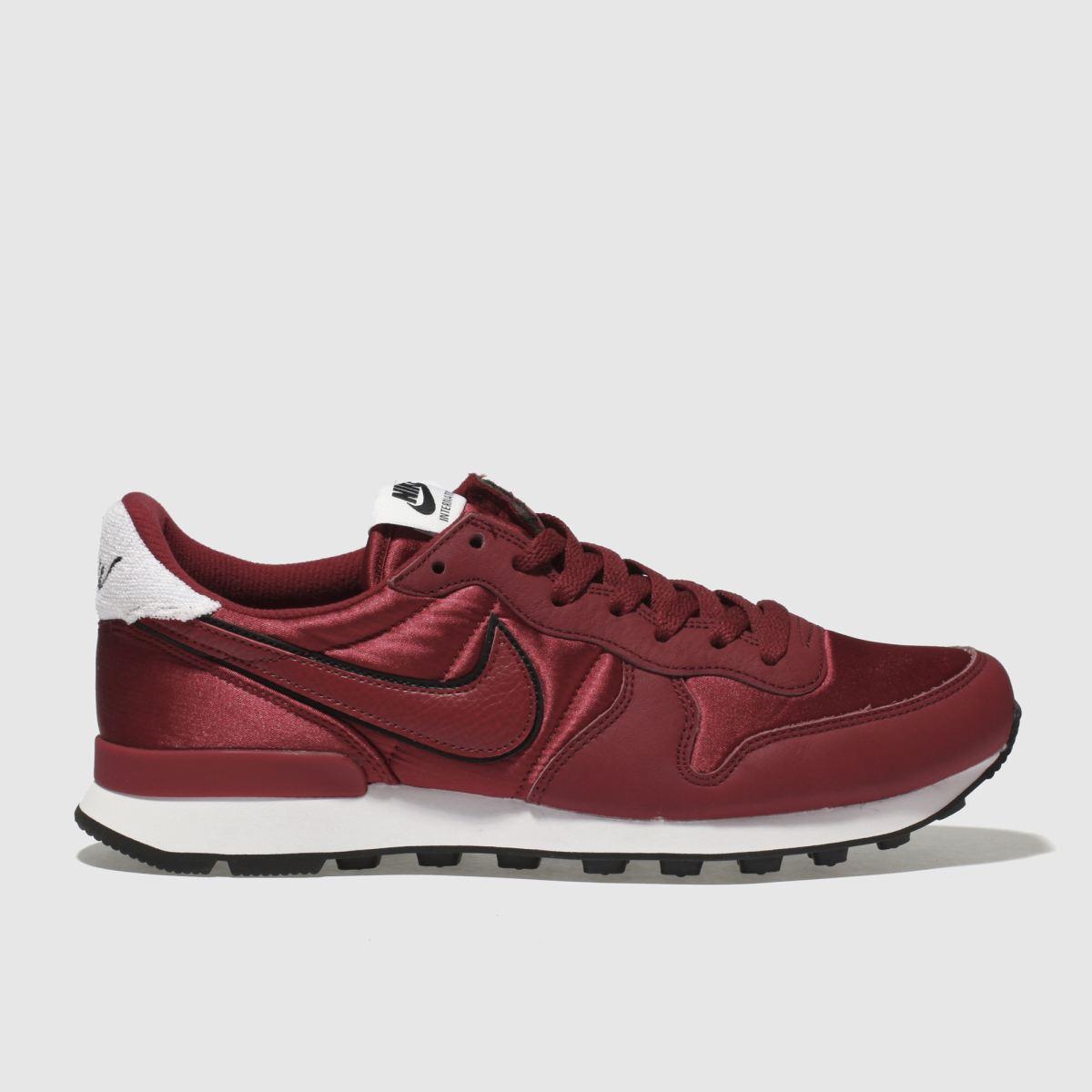 Nike Red Internationalist Heat Trainers