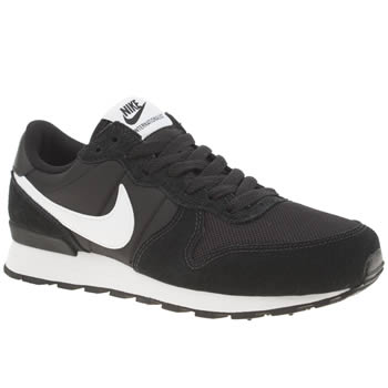 Nike Black & White Internationalist Unisex Youth