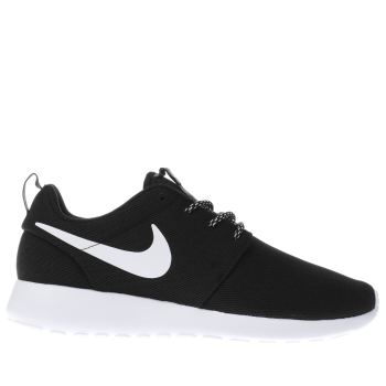 NIKE BLACK  WHITE ROSHE ONE TRAINERS