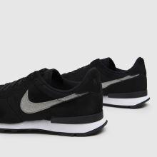 Nike Internationalist,3 of 4
