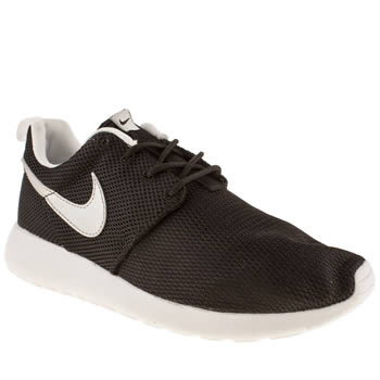 kids unisex black nike roshe run trainers schuh. Black Bedroom Furniture Sets. Home Design Ideas